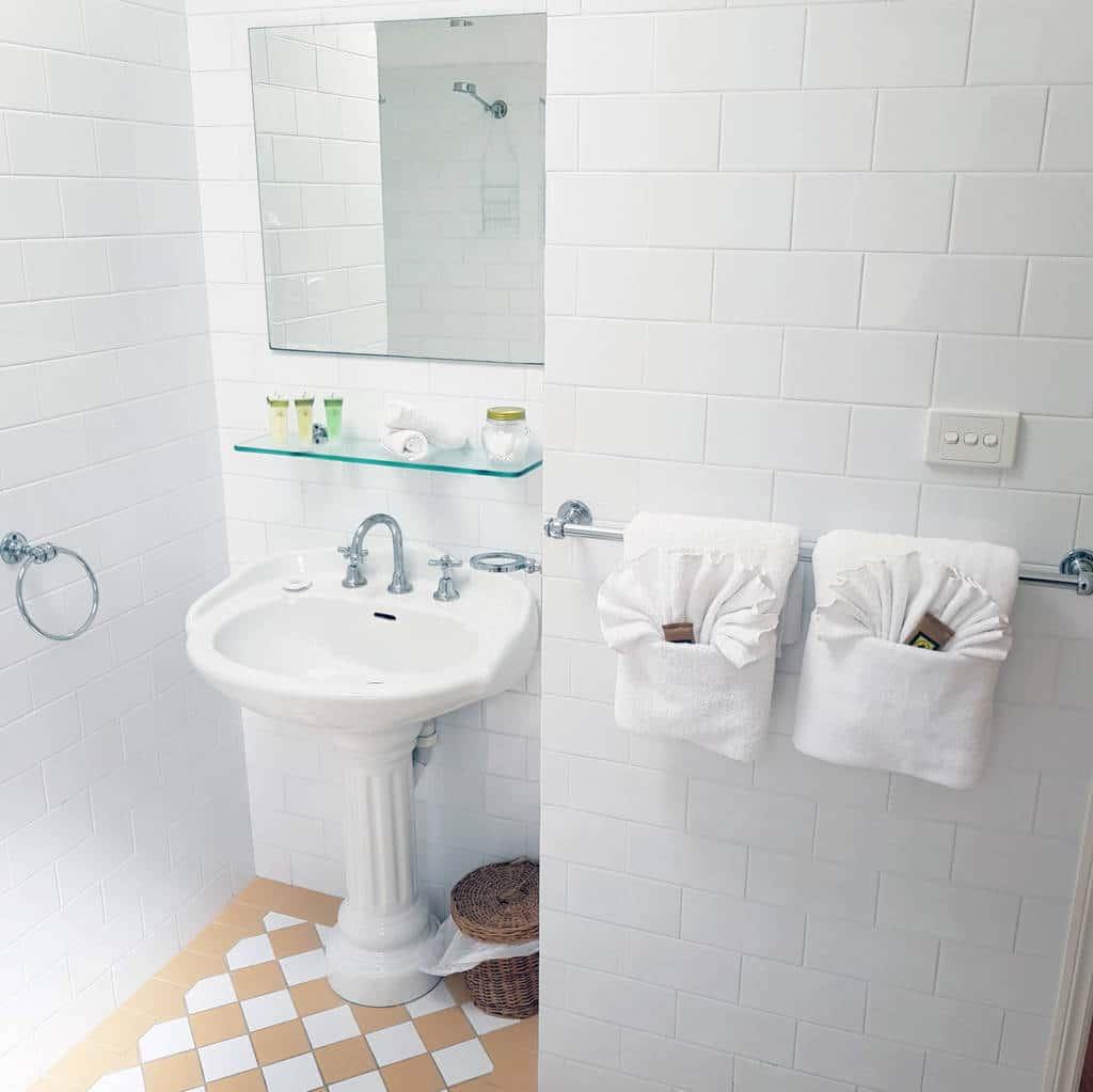 wattamolla-06-main-bathroom